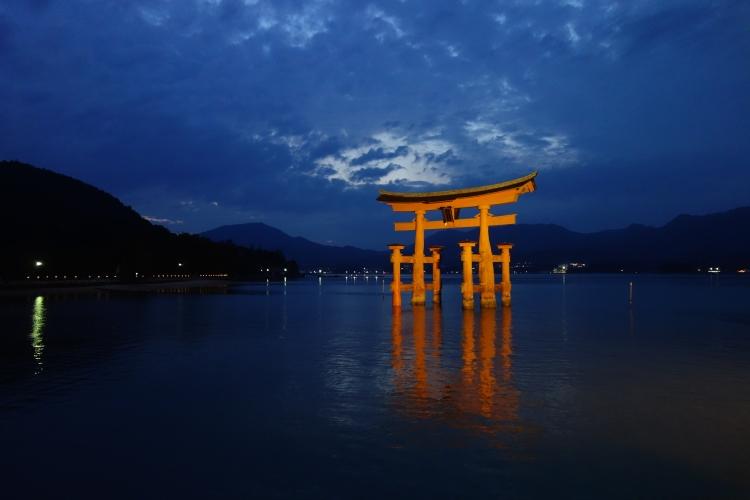 05 Miyajima Great Torii