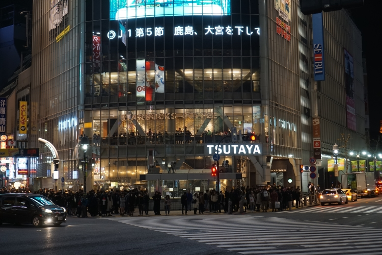 07 Shibuya crossing night