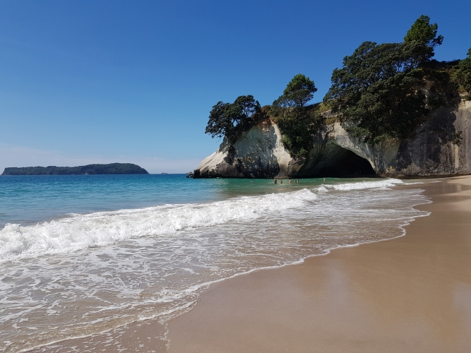 06 Cathedral Cove beach