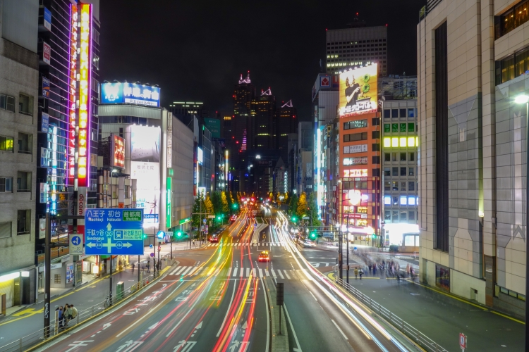 09 Shinjuku light trails