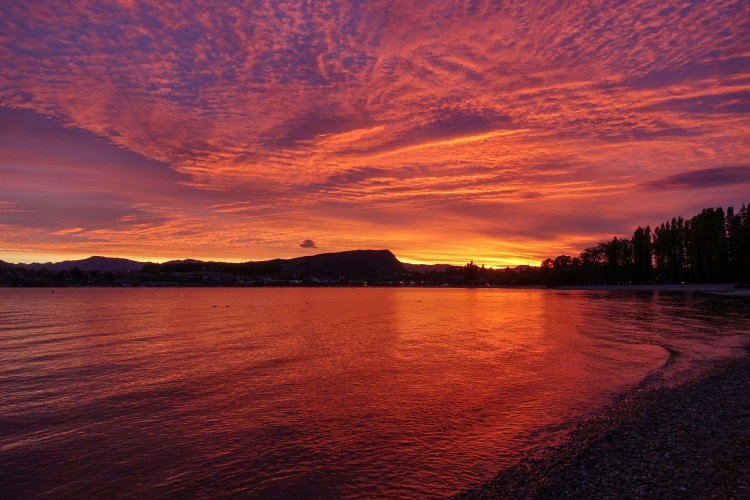 09 Lake Wanaka red sunrise